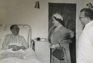 Queen Mother meeting patients 1956